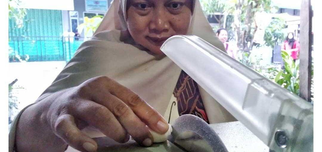 Jurnalis Perempuan Batam Bantu Table Saw untuk FKKADK