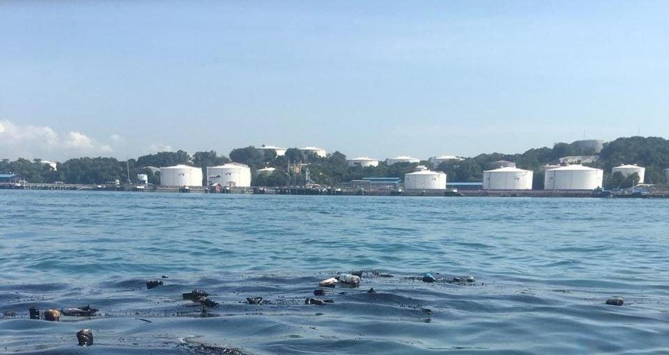 Limbah Plastik dan Oil Dumping di Laut, Bukti Nyata Spesies Terhebat Pengrusak Alam adalah Manusia