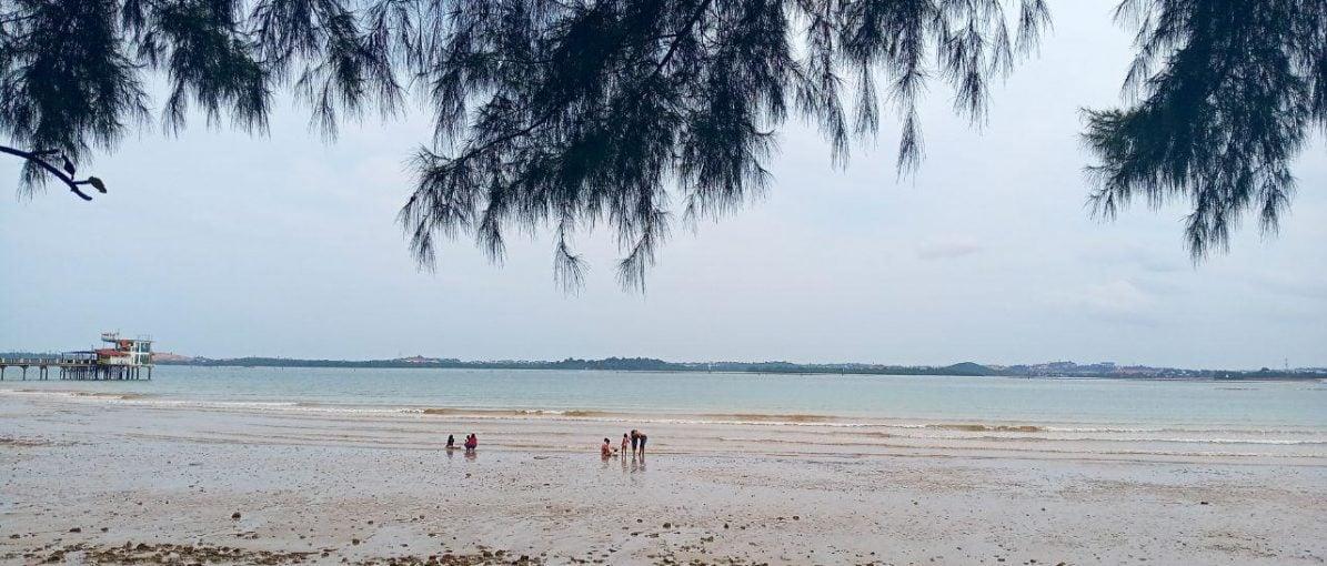 Pantai Coastarina, Lokasi Tamasya Anak Muda dan Keluarga