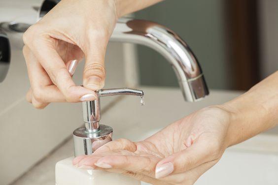 Hand Sanitizer Bukan Solusi Satu-satunya Pencegahan COVID-19