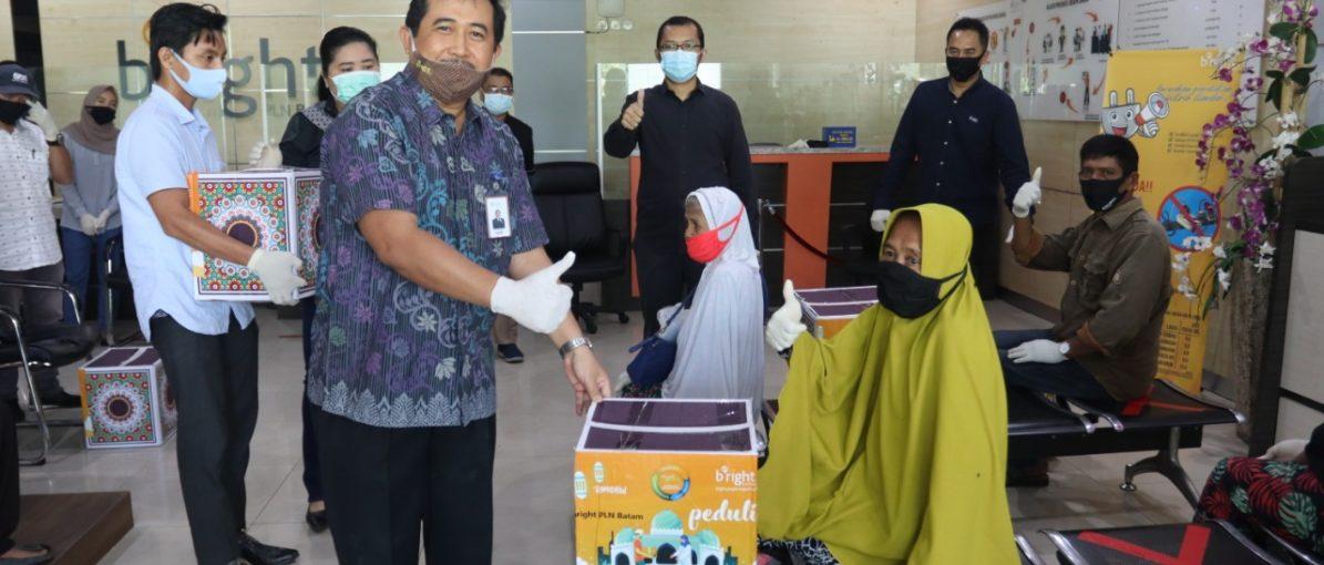 Bright PLN Batam Bagikan 2.939 Paket Sembako