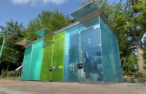 Seorang Arsitek Jepang Desain Toilet Transparan