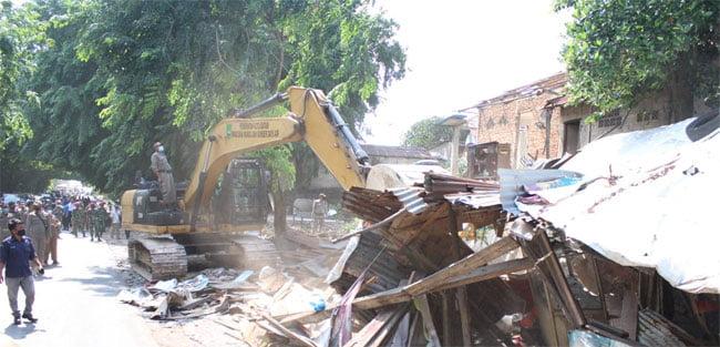 Ratusan Kios dan Rumah di Simpang Barelang Dibongkar
