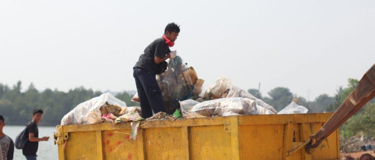 Relawan WCD Batam Bersih-bersih Hingga ke Pulau
