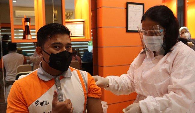 Karyawan bright PLN Batam Jalani Vaksinasi Covid-19 Tahap Dua