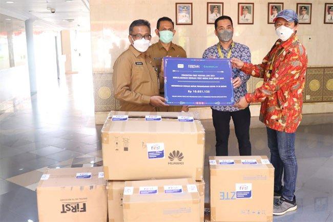 Kota Batam Dapat Bantuan Baju Hazmat dan Masker