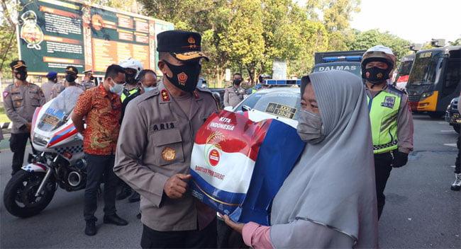Polda Kepri Salurkan Bantuan Sosial PPKM Darurat