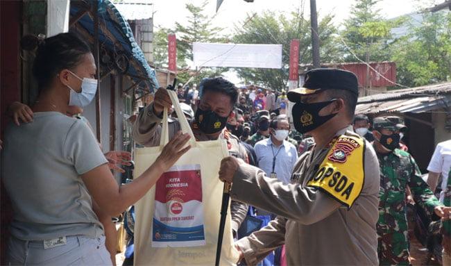 Polda Kepri Salurkan 1.000 Paket Sembako di Masa PPKM