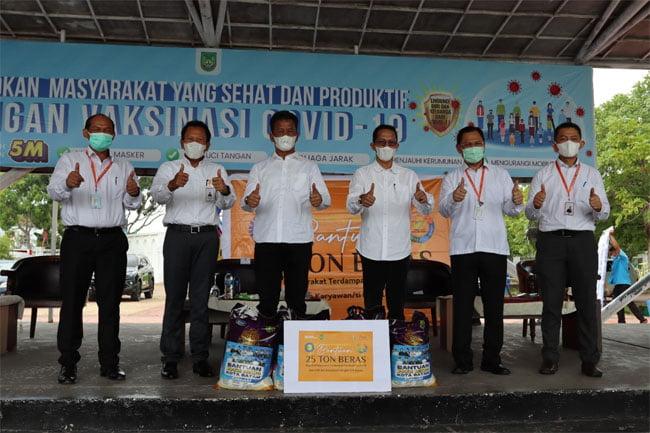 bright PLN Batam Berikan Bantuan 25 Ton Beras Untuk Masyarakat