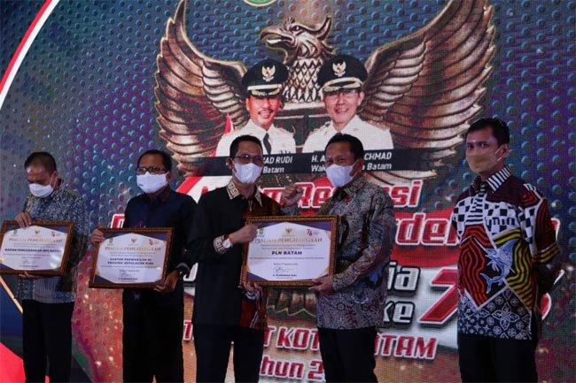 Aktif Beri Bantuan Penanganan COVID-19, bright PLN Batam Diberi Penghargaan