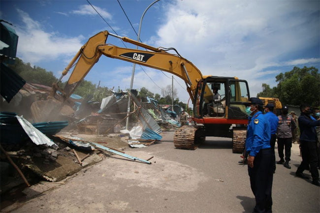 Tim Terpadu Tertibkan ROW 30 M Jalan Industri Tanjung Uncang